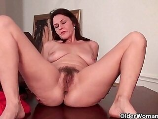 hairy-mature-milfs-older woman-pussy-workout