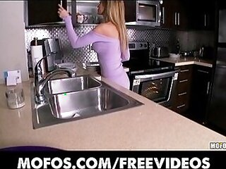 blonde-closeup-kitchen-orgasm-striptease-stunning
