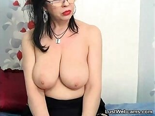 busty-camshow-mature-older woman-pussy