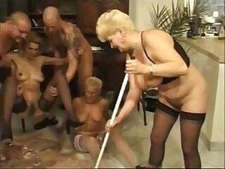 german-goldenshower-peeing-shower